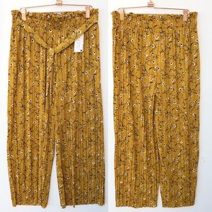 NWT Boutique Marigold Floral Pleated Pants Large